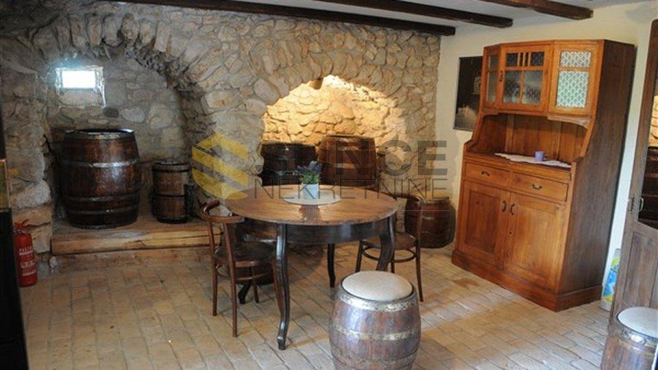 Otok Krk, Vrbnik, uređena stara kamena kuća s bazenom!