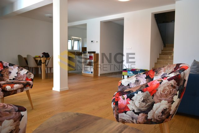 KRK, BEAUTIFUL DUPLEX APARTMENT OF 133 M2 WITH POOL AND GARDEN OF 174 M2!