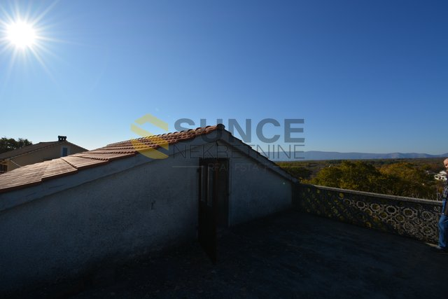 Krk samostojeća stara kamena kuća sa otvorenim pogledom !