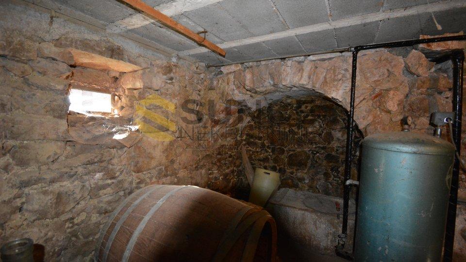 Krk vecchia casa in pietra indipendente con vista aperta!