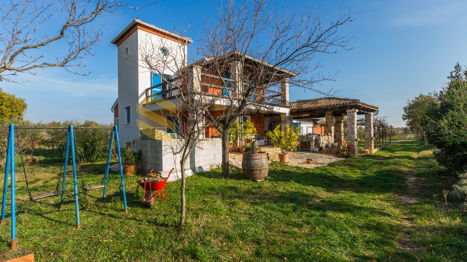 ISTRIA, Vodnjan, property with 25000 m2 of land! OPPORTUNITY FOR INVESTMENT!