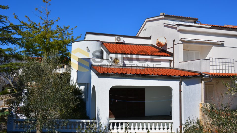 KRK, HOUSE IN AN EXCELLENT LOCATION 70 M FROM THE BEACH!