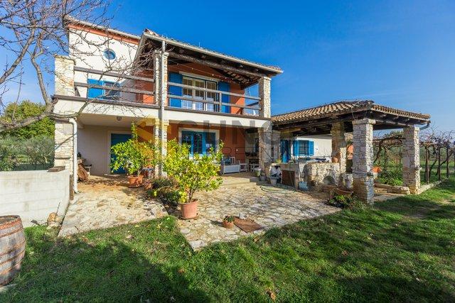 ISTRIA, Vodnjan, Grundstück mit zwei Häusern, 25000 m2 Land! 15000m2 Bauland! Potenzial!