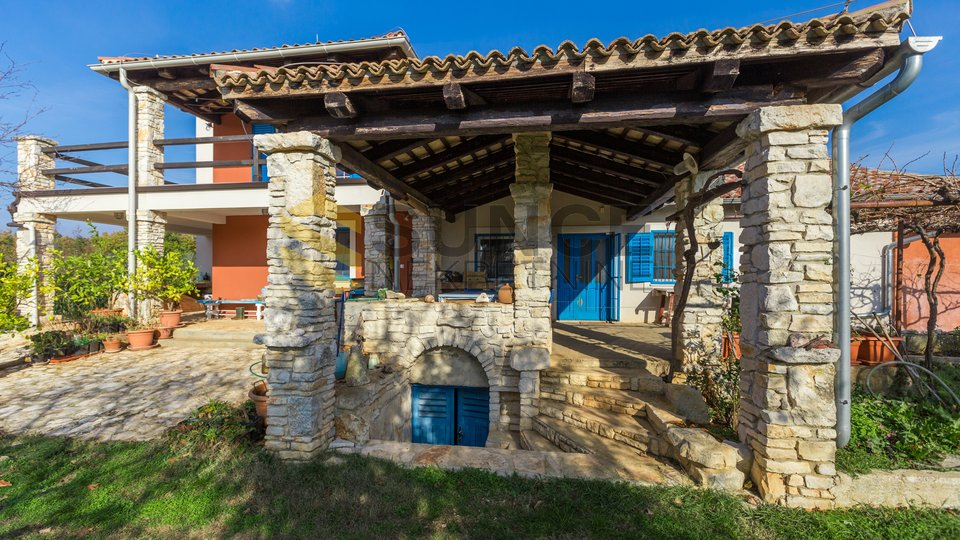 ISTRIA, Vodnjan, proprietà con 25000 m2 di terreno! OPPORTUNITÀ PER GLI INVESTIMENTI!