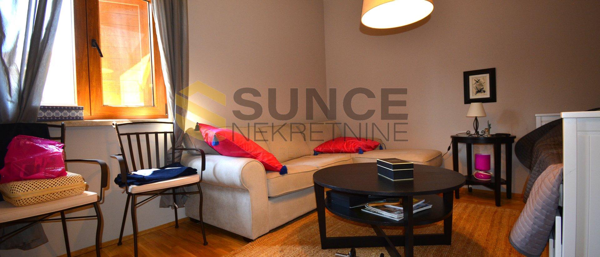 Otok KRK,   Malinska, lijepo uređen apartman od 84m2 na dvije eteže, 300 m od mora!