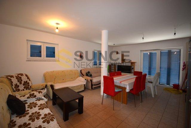 Otok Krk, Puntat, apartman od 59,80m2 s vrtom i garažom!